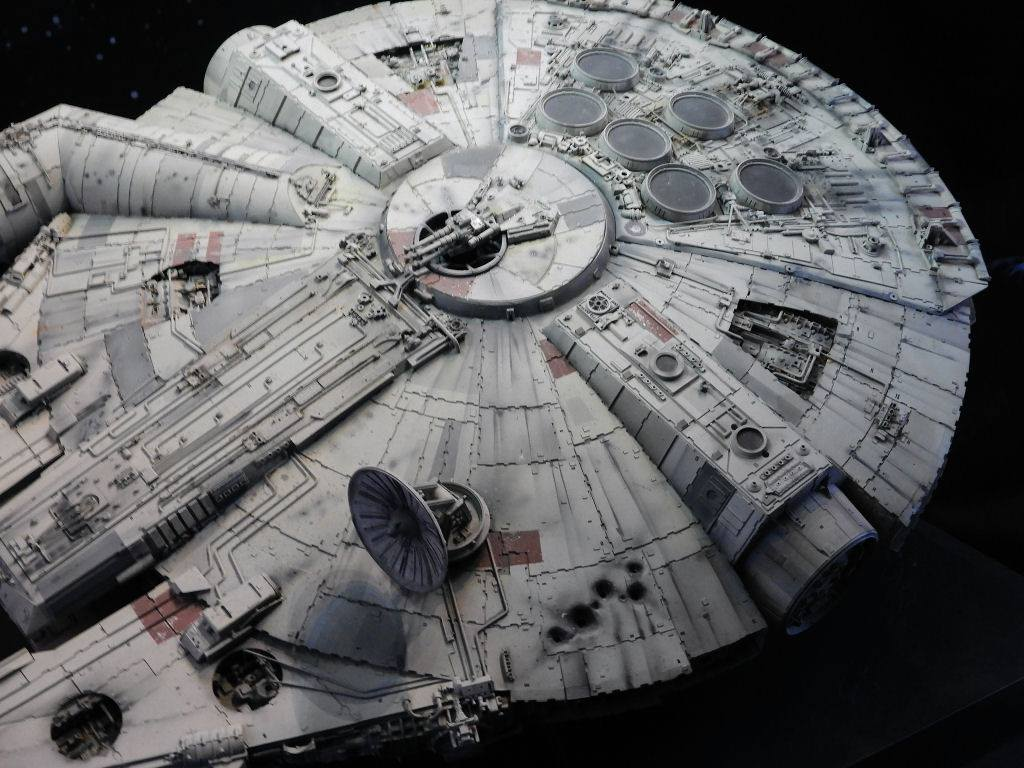 [img]http://www.plasticandplasters.com/images/Millennium-Falcon-Studio/Millennium-Falcon-Studio-03.jpg[/img]